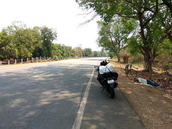 Man Sleeping On Roadside Bhadrachalam To Vijayawada